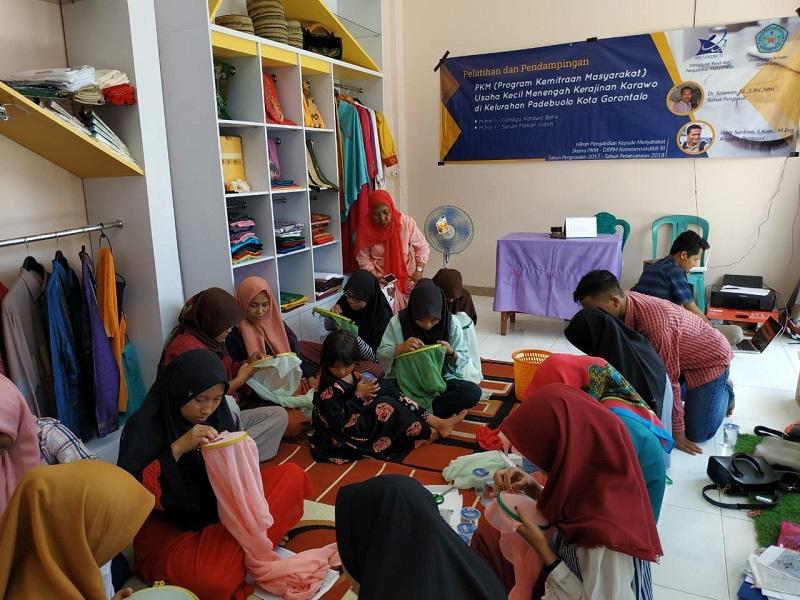 Fekon Unisan Budayakan Karawo, Gelar Workshop Karawo Cara Mengiris.